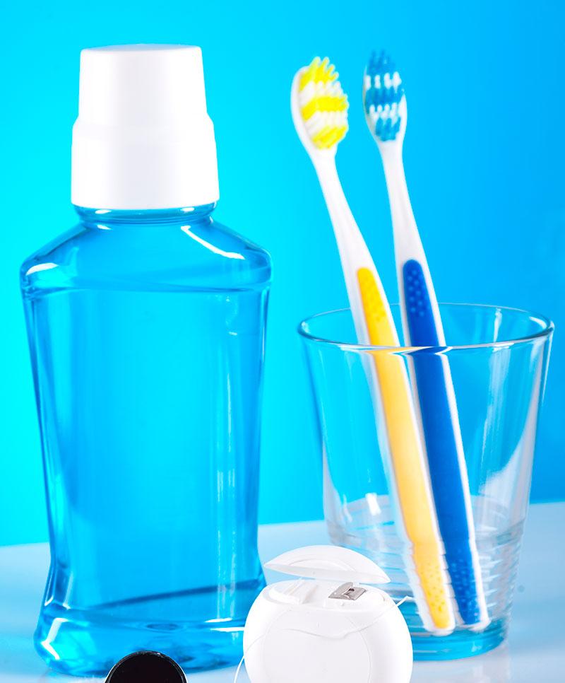 85ad19386 Para complementar el cepillado se recomienda el uso del enjuague bucal y  del hilo dental. Para una limpieza más profunda, también se aconseja el uso  del ...